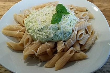 Nudeln mit  Zucchini-Pesto