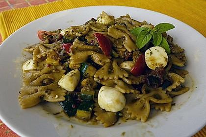 Sommer-Nudelsalat italienischer Art 19