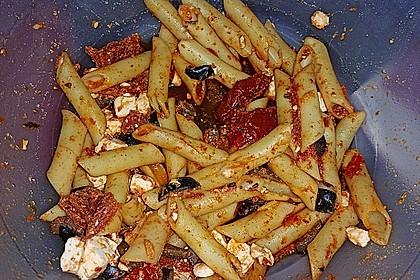 Nudelsalat mit getrockneten Tomaten und Oliven 4