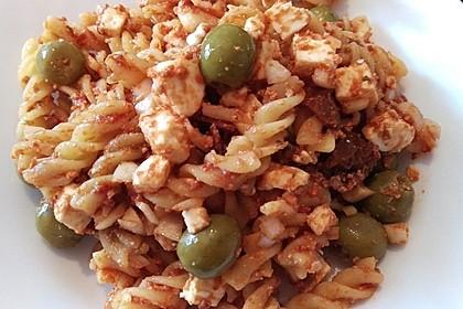 Nudelsalat mit getrockneten Tomaten und Oliven 6