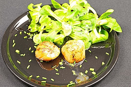 Jakobsmuscheln auf Feldsalat gebettet 2