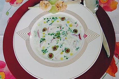 Pikante Buttermilch-Kaltschale mit Zitronengras-Garnelenspieß 1