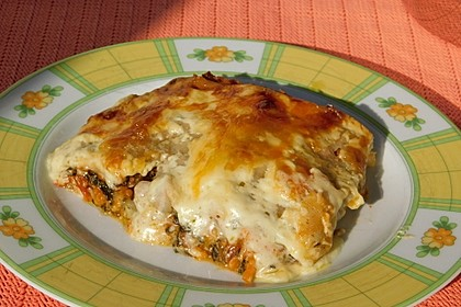 Vegetarische Spinat-Gemüse-Lasagne mit Tomatensoße