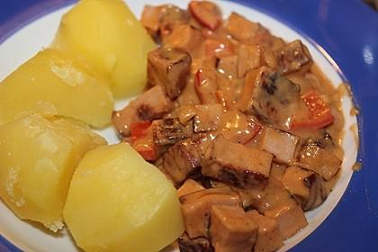 Fleischkäse in Paprika-Rahm Sauce