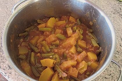 Zucchini-Gemüse mit grünen Bohnen und Tomaten 3