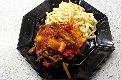 Zucchini-Gemüse mit grünen Bohnen und Tomaten 1