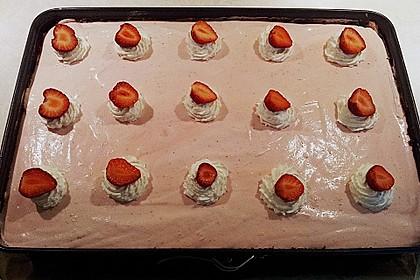 Erdbeer-Joghurt-Schnitten mit Schokoboden 2
