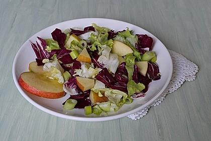 Apfel-Endivien-Salat mit Senfdressing