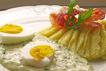 Eier mit Rauke-Senf-Soße