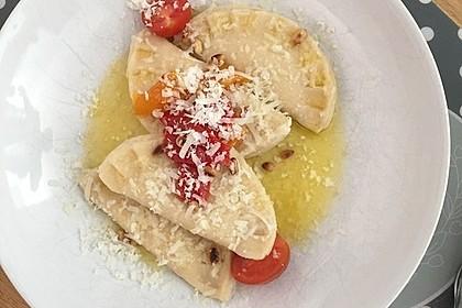 Ravioli, gefüllt mit Ricotta und Ziegenfrischkäse 22