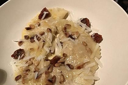 Ravioli, gefüllt mit Ricotta und Ziegenfrischkäse 23