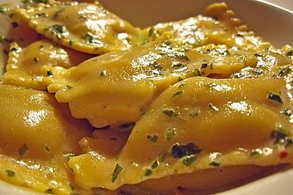 Ravioli, gefüllt mit Ricotta und Ziegenfrischkäse 2
