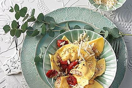 Ravioli, gefüllt mit Ricotta und Ziegenfrischkäse