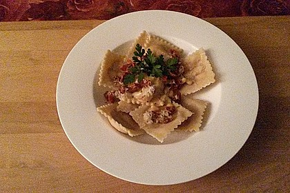 Ravioli, gefüllt mit Ricotta und Ziegenfrischkäse 19