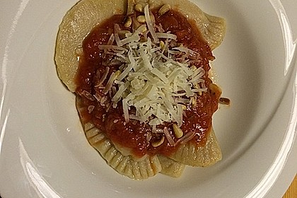 Ravioli, gefüllt mit Ricotta und Ziegenfrischkäse 21