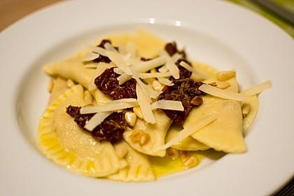 Ravioli, gefüllt mit Ricotta und Ziegenfrischkäse 10