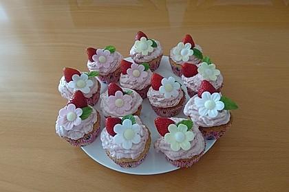 Erdbeer-Cupcakes mit Erdbeer-Mascarpone Frosting 16