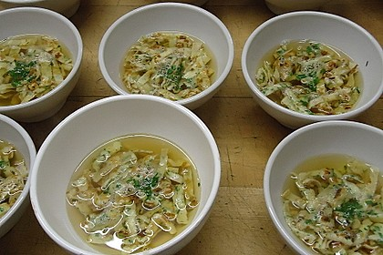 Kräuter-Flädle Suppe 1