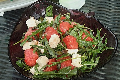 Erfrischender Sommersalat mit Wassermelone und Rucola 6