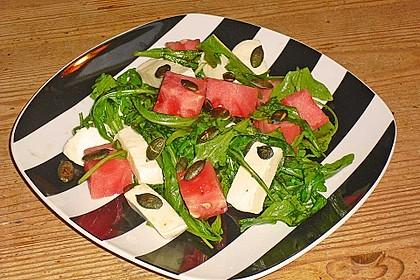 Erfrischender Sommersalat mit Wassermelone und Rucola 12