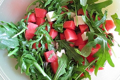 Erfrischender Sommersalat mit Wassermelone und Rucola 7