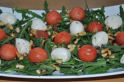 Erfrischender Sommersalat mit Wassermelone und Rucola 8