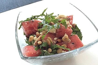 Erfrischender Sommersalat mit Wassermelone und Rucola