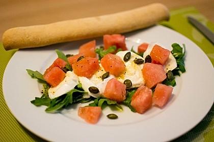 Erfrischender Sommersalat mit Wassermelone und Rucola 3