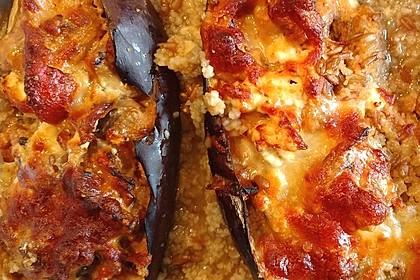 Auberginen gefüllt mit orientalischem Couscous (Bild)