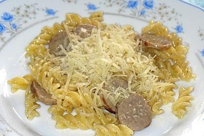 Nudeln mit Bratwurst und Sahne (Bild)