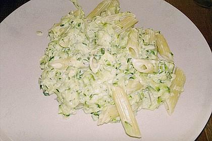 Penne mit Zucchini-Frischkäse-Soße 1