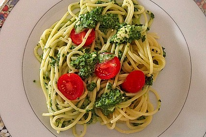 Nudeln mit Spinat, Schafskäse und Tomate 16
