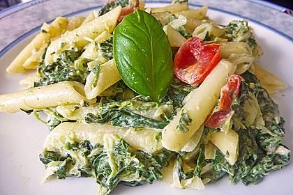 Nudeln mit Spinat, Schafskäse und Tomate 15