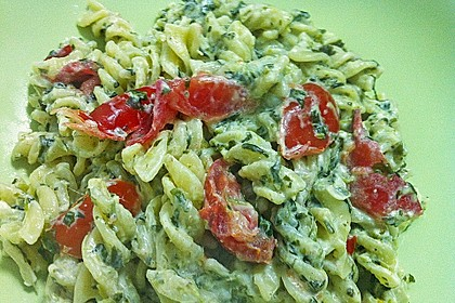 Nudeln mit Spinat, Schafskäse und Tomate 60