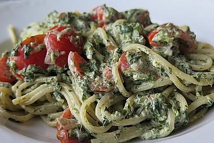 Nudeln mit Spinat, Schafskäse und Tomate 32