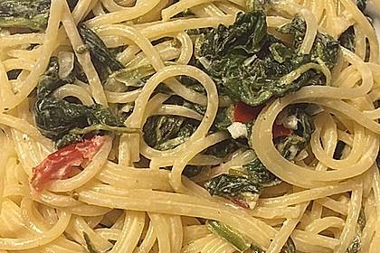 Nudeln mit Spinat, Schafskäse und Tomate 33