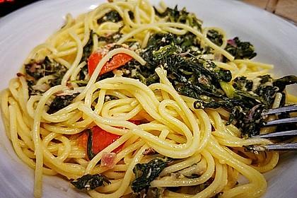 Nudeln mit Spinat, Schafskäse und Tomate 5