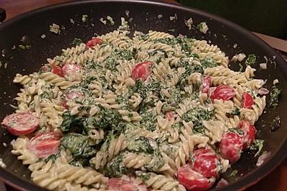 Nudeln mit Spinat, Schafskäse und Tomate 48