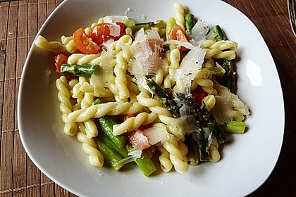 Sehr aromatische Pasta mit grünem Spargel