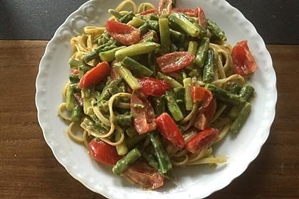 Sehr aromatische Pasta mit grünem Spargel 9
