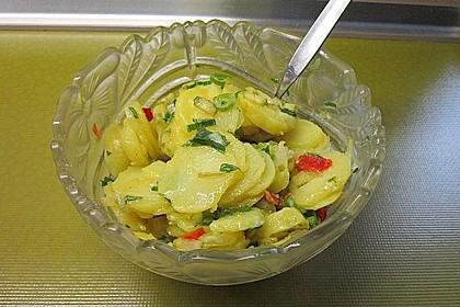 Sommerlicher Kartoffelsalat mit Tomaten und Bundzwiebeln 1