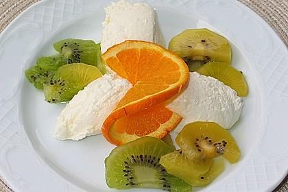 Quark-Orangen-Mousse mit Kiwis