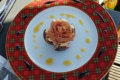 Ziegenfrischkäse mit Honig und Serranoschinken auf frischer Feige 2
