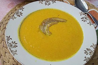 Exotische Möhren-Orangen-Suppe mit gebratener Banane 3
