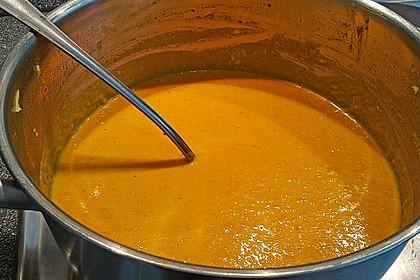 Exotische Möhren-Orangen-Suppe mit gebratener Banane 4