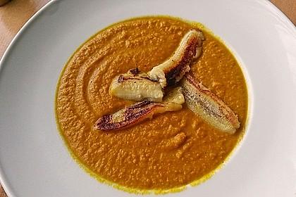 Exotische Möhren-Orangen-Suppe mit gebratener Banane 2