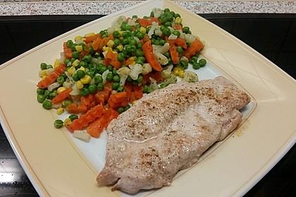 Schnitzel natur mit Karotten-Erbsengemüse