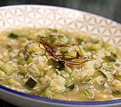 Pikante Zucchinisuppe mit Zitronengras und Zwiebeln (Bild)