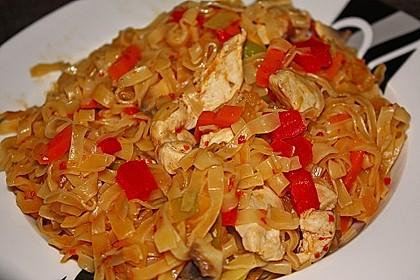 Chinesische Nudeln mit Gemüse, scharf