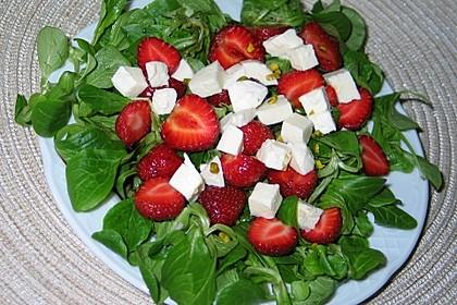 Feldsalat mit Erdbeeren